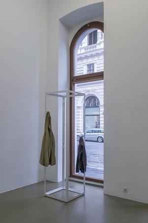 Félix González-Torres, Mina Lunzer, Jan Timme: Ready to Sleep (Arbeitstitel), curated by Sabeth Buchmann, Galerie Mezzanin Vienna, 03.10.–08.11.2014, Image 2