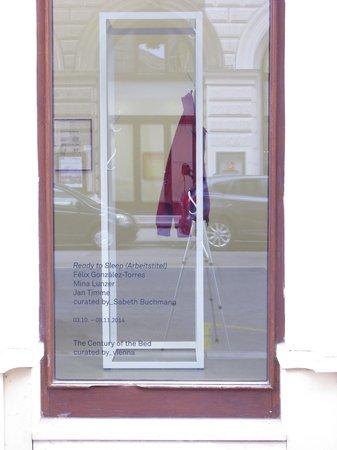 Félix González-Torres, Mina Lunzer, Jan Timme: Ready to Sleep (Arbeitstitel), curated by Sabeth Buchmann, Galerie Mezzanin Vienna, 03.10.–08.11.2014, Image 1