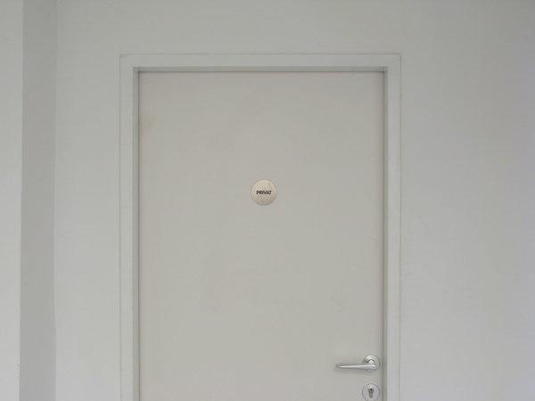 Félix González-Torres, Mina Lunzer, Jan Timme: Ready to Sleep (Arbeitstitel), curated by Sabeth Buchmann, Galerie Mezzanin Vienna, 03.10.–08.11.2014, Image 12