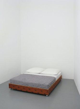 Félix González-Torres, Mina Lunzer, Jan Timme: Ready to Sleep (Arbeitstitel), curated by Sabeth Buchmann, Galerie Mezzanin Vienna, 03.10.–08.11.2014, Image 10